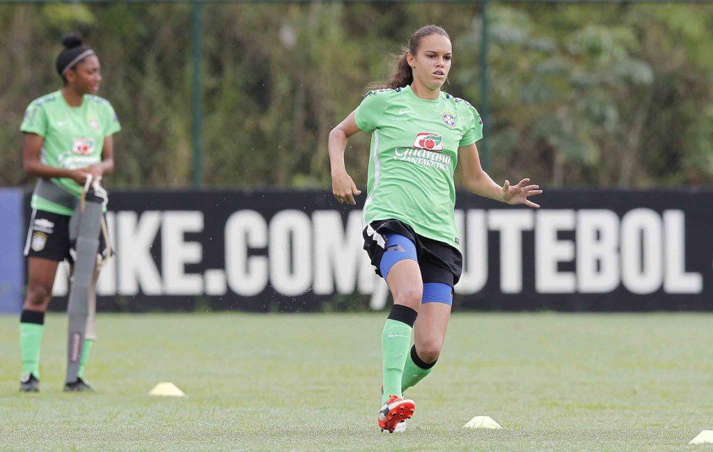 Ana Vitoria é uma das atletas da seleção brasileira de futebol/ Foto: Rafael Ribeiro