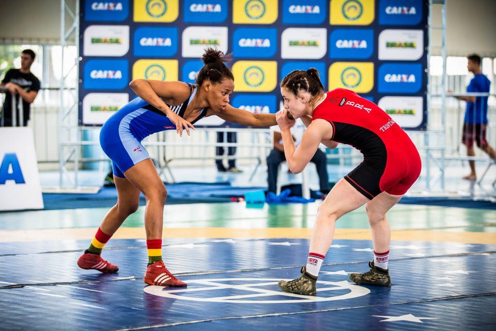 Gracyenne Helena (de azul) campeã da categoria  até 53kg feminino/ Foto: Renato Sette/ arquivo CBW